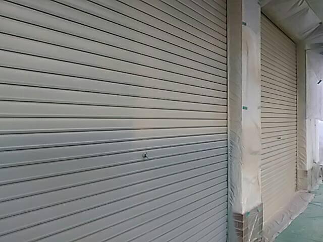 尼崎市 店舗 シャッター塗装 上塗り